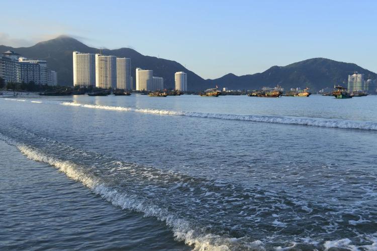 【巽寮湾2天】出海捕鱼、快艇踏浪、植物园踏青、5A级景区-惠州西湖、品特色客家风味宴