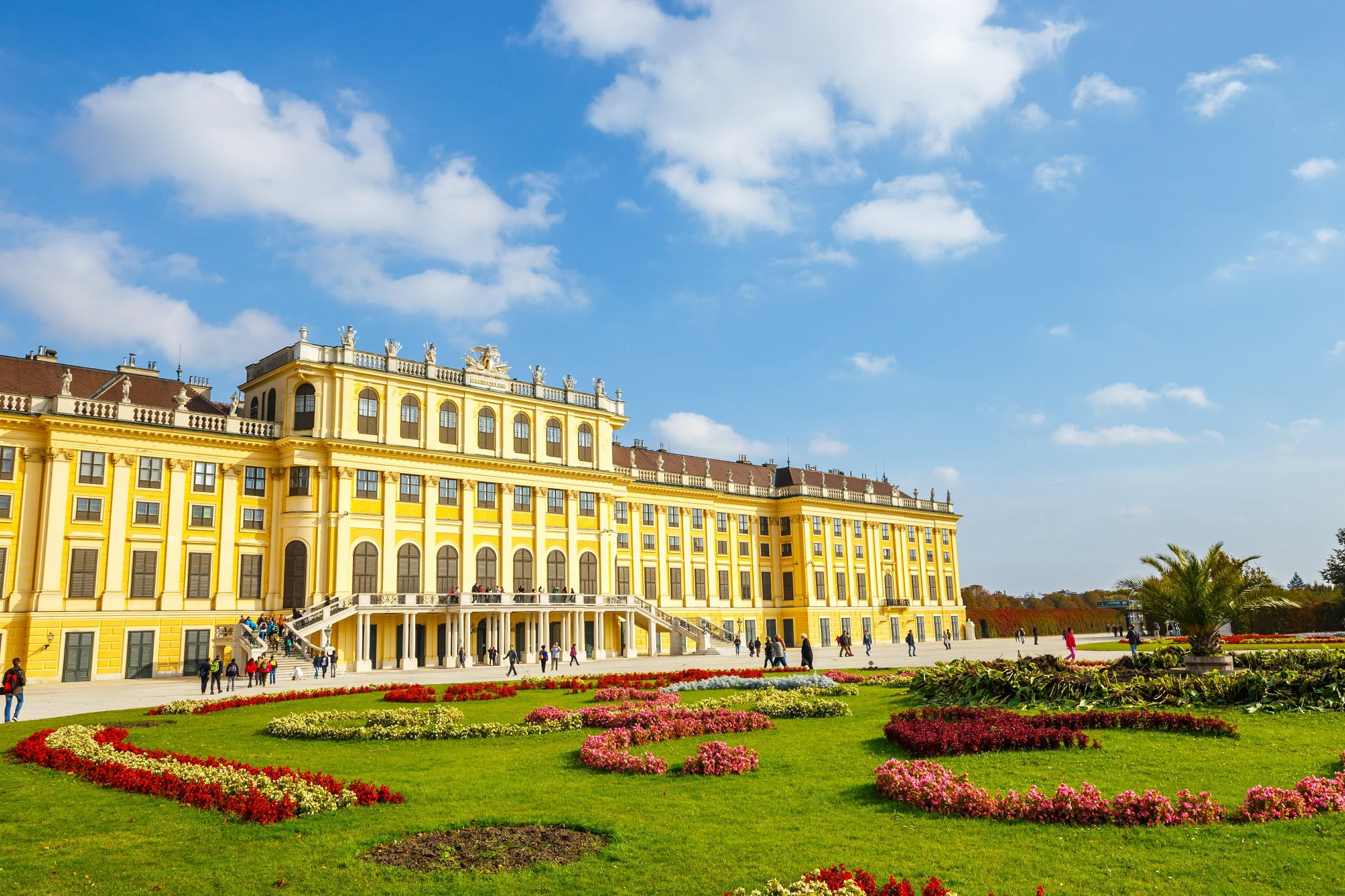 【歐洲尊貴游-東歐五國11天游】全程五星級酒店、入內帕加蒙博物館、布拉格城堡、圣維特教堂、黃金小徑、暢游克魯姆洛夫、一價全包絕無自費、含簽證及服務費
